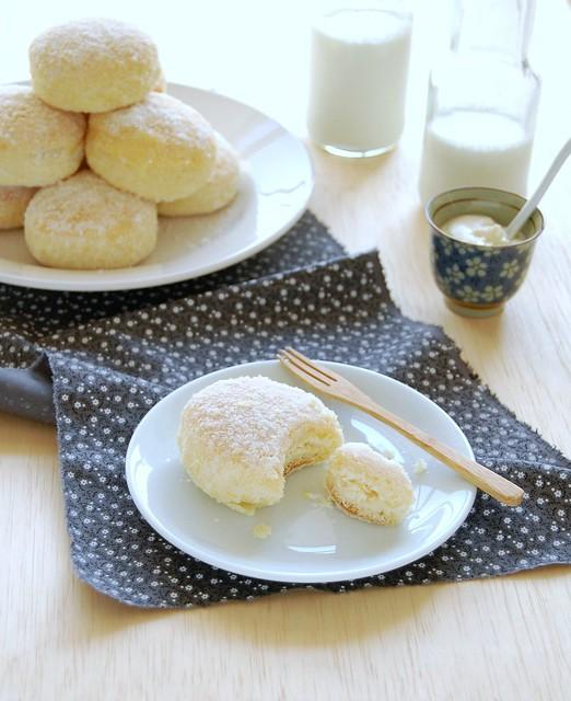 Baked lemon ricotta doughnuts / Doughnuts assados recheados com ricota e limão siciliano