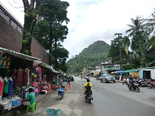 Near Haat Sai Khao in Ko Chang (サイカオ・ビーチ近く)