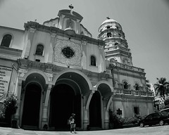 Santa Cruz Church (0331) (TheHouseKeeper) Tags: santacruz monochrome architecture religious blackwhite catholic faith religion churches landmarks architectural manila placesofworship mateo thehousekeeper georgemateo ikawaypinoy