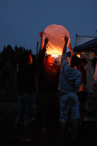 setting chinese lanterns - Evolve Festival 2011
