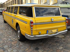 Checker N.Y. Yellow XL-Cab (1969) (Transaxle (alias Toprope)) Tags: auto usa ny newyork berlin classic cars 1969 beauty car yellow america vintage design nikon classiccar vintagecar automobile power antique voiture historic antiguos american coche soul oldtimer motor autos veteran common  macchina checker classiccars automobiles coches styling autodepoca toprope epoca meilenwerk historiccar  cochesantiguos moabit aerobus autostoriche uscar historiccars 6cylinders  cochedeepoca  anncienne wiebestrasse 41litre xlcab annciennes
