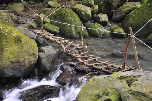 雲森瀑布前的過溪處