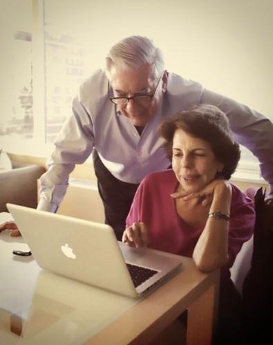 Mario Vargas Llosa y su Mac Book Pro