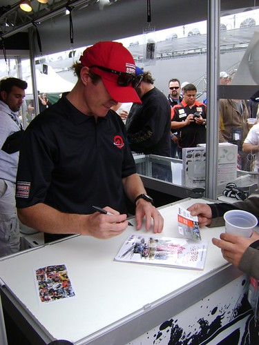 Scott Dixon signing autographs at the ArtRotondo.com stand