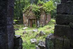 Prasat Banteay Pichean (Keith Kelly) Tags: stone ancient asia cambodia southeastasia capital ruin kingdom kh siemreap angkor laterite kampuchea kohker khmerempire jayavarmaniv brahmanic prasatbanteaypichean 928944ad