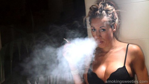 Smoking fetish contacts