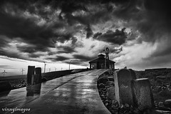 Storm above Puget Sound Energy (Vinnyimages) Tags: bw storm rain clouds canon washington windmills washingtonstate vantage easternwashington pugetsoundenergy vinnyimages wwwvinnyimagescom washingtiontravels