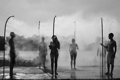 (Donato Buccella / sibemolle) Tags: blackandwhite bw italy lake milan shower milano refreshing dusche idroscalo mwpotw novegro img8330 シャワー душ erfrischende 爽やか милан sibemolle освежающий milanovacanze ミラノの elmardemilan milanosummertime