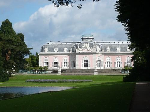 Schloss Benrath in der Sonne