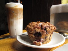 Iced cappuchino & blueberry muffin (yaxchibonam) Tags: mexico cafe blueberry oaxaca cappuchino 2011 yaxchibonam cafebrujala