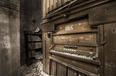 silent melody (Mr.Baldo) Tags: urban abandoned church nikon decay explorer chiesa organ convento urbana organo convent abandonedplaces abbandono industrialarchitecture decadenza baldo esplorazione abandoneditaly fishyes mrbaldo