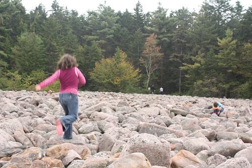 Seda running on the boulders like it's nothing.