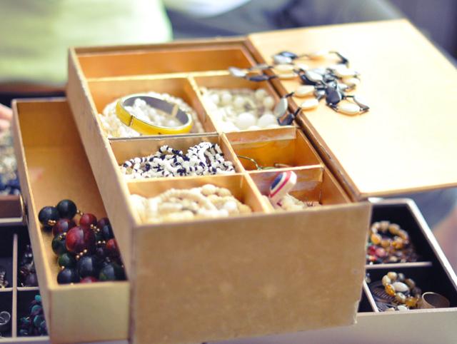 vintage gold felt 60's jewelry box
