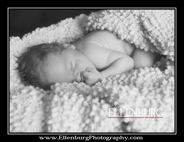 fb 11-07-01 Baby Evan-02bw