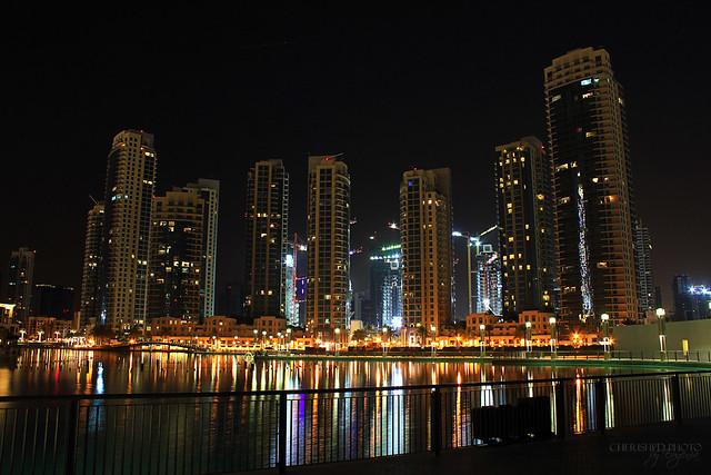 Фотография ночного города, снятая на длинной выдержке