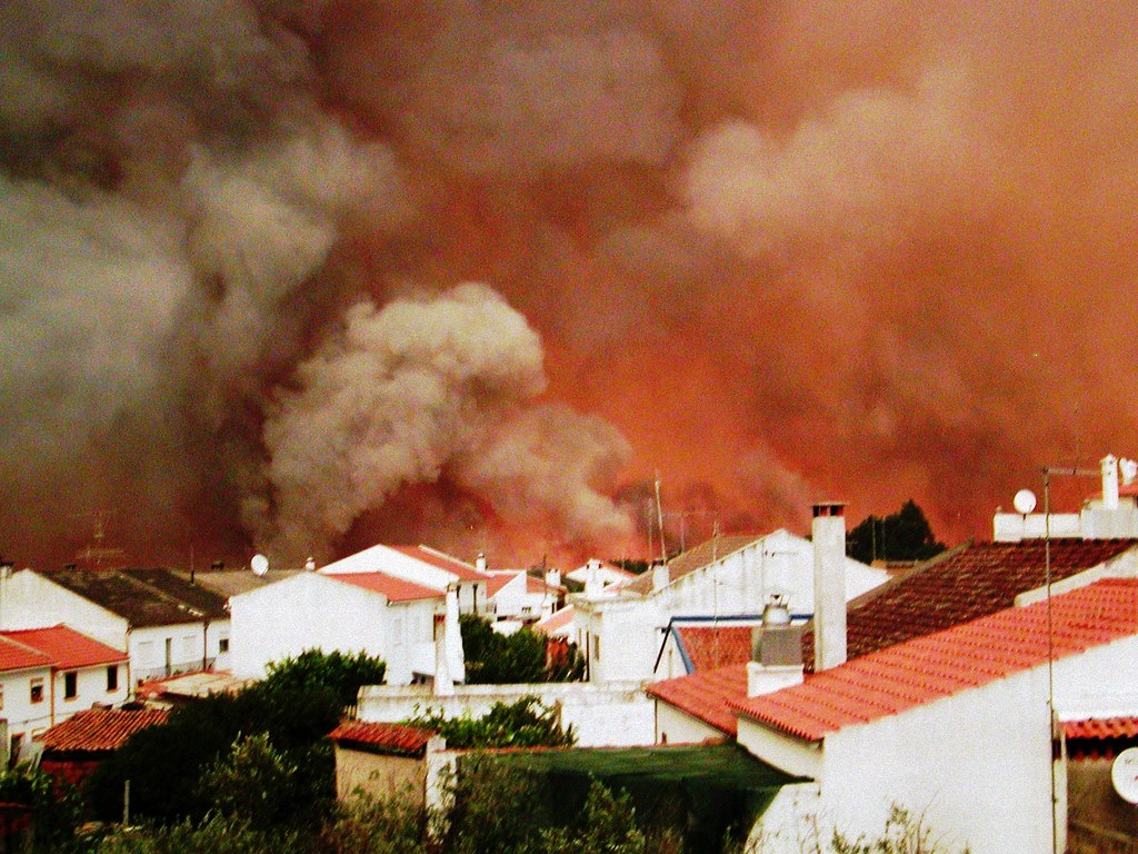 fuite devant le feu à Gavo au Portugal en août 2003 météopassion