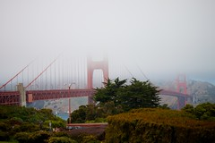 Golden Gate Bridge (mrjaja) Tags: sanfrancisco california bridge trees red usa green fog unitedstates goldengatebridge canoneos500d mrjaja