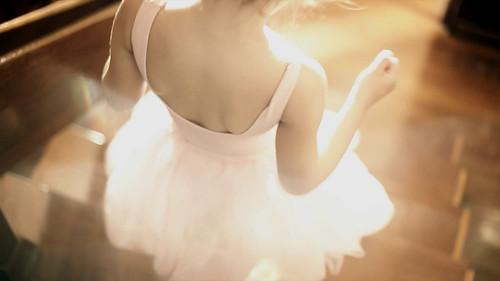[フリー画像] 人物, ボディーパーツ, 少女・女の子, 後ろ姿, 201107230700