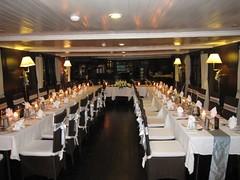 Beautiful-wedding-dining-room-set-up