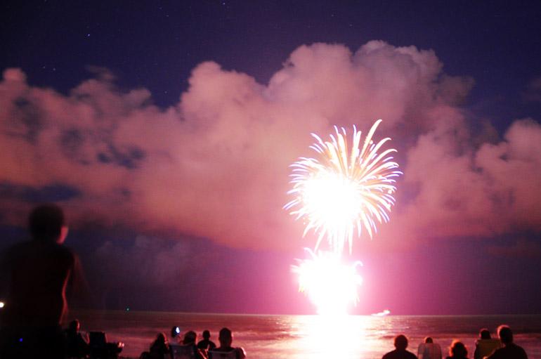 web_fireworks_sky_0039