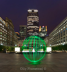 Cabot Square Orb (Olly Plumstead) Tags: light urban green london tower dogs fountain skyscraper canon painting square lights group central orb wharf highrise docklands canary olly isle hsbc cabot citi plumstead orbing 450d