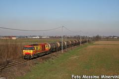 G2000.33 AW (Massimo Minervini) Tags: train rail treno piacenza linea emiliaromagna locomotiva trenomerci g2000 gatx cisterne canon400d locomotivadiesel arenaways g2000aw g200033 noleggiolocomotore spedretto