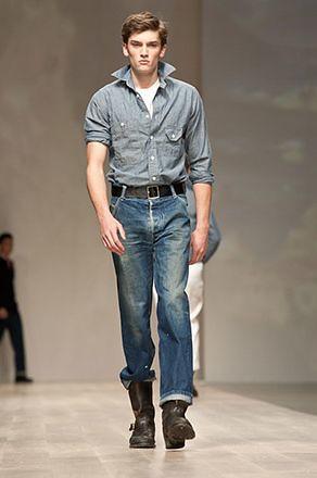 Taylor 3002_SS11 Tront Fashion Week Klaxon Howl(blog To.com)