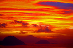 The incredible skies above Rio de Janeiro  Brazil (kees straver (will be back online soon friends)) Tags: city bridge light sunset sea brazil naturaleza sun mountains verde praia beach nature water colors rio azul brasil riodejaneiro night clouds reflections river de landscape puente islands mar agua skies rj janeiro pb cu corcovado copacabana sugarloaf ipanema keesstraver doublyniceshot