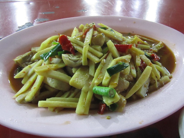 Pad nor mai (stir fried bamboo shoots)