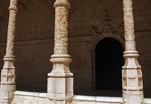 Cada coluna do claustro foi finemente esculpida