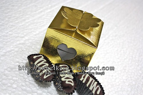 Gold Window Love Box Packing