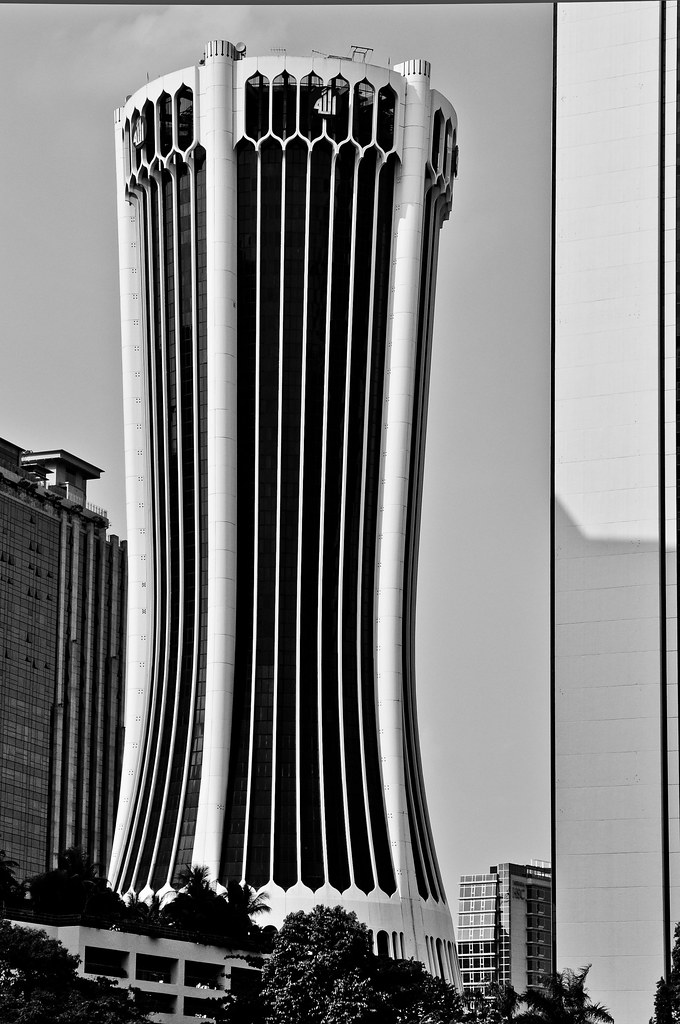Composing Architecture using the 50mm lens ...