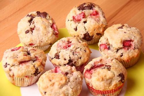 Erdbeer-Kokos-Muffins mit Schokostückchenf