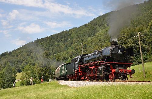 41 018 in den Wiesenhängen zwischen Fischbachau und Neuhaus.