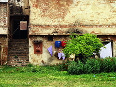 Washing on a Wall (Hueystar) Tags: india holiday wall fort varanasi washing pradesh uttar