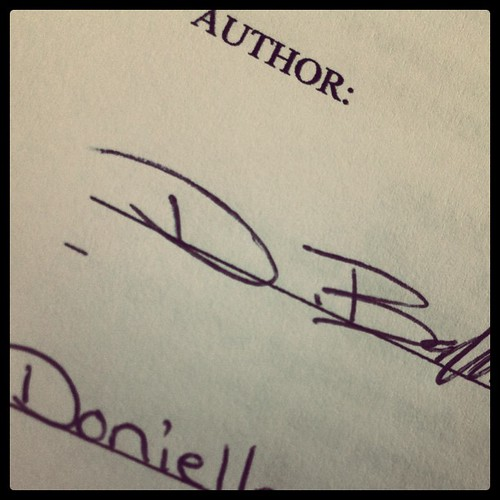It's official! I'm writing a book!! 11weeks and 80,000 words to go!