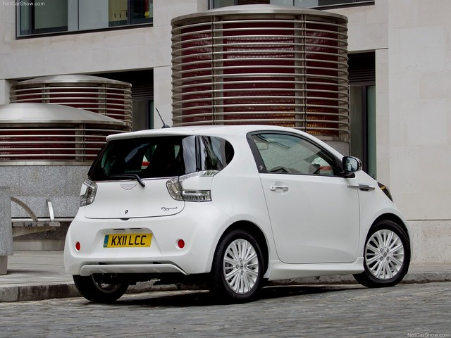 Aston_Martin-Cygnet_2012_1024x768_wallpaper_08