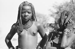 Muchimba kids near Elola, Moimba, Angola (Alfred Weidinger) Tags: leica angora m3 himba angola leicam3 namibe mocamedes elola mossamedes   muhuila  suldeangola  provincianamibe moimba angol  anqola langola