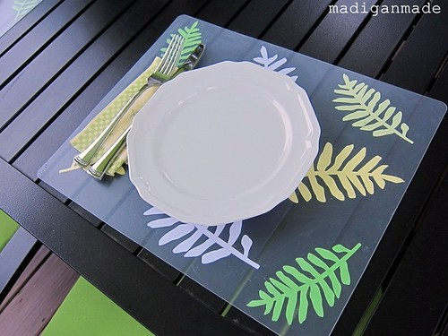 plastic-cutting-board-into-leaf-decoupage-placemat-1