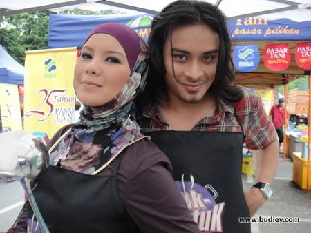 Ketuk-Ketuk Ramadan Siri 4 bersama Gambit Saifullah. Disiarkan setiap hari bermula 31 Julai 2011 jam 12.30 tgh di TV1