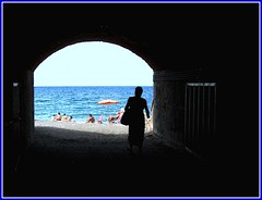 Io vado al mare (meghimeg(temporarily disconnected)) Tags: sea woman sun beach umbrella donna mare arch tunnel explore sole lavagna arco spiaggia cavi 2011 ombrellone