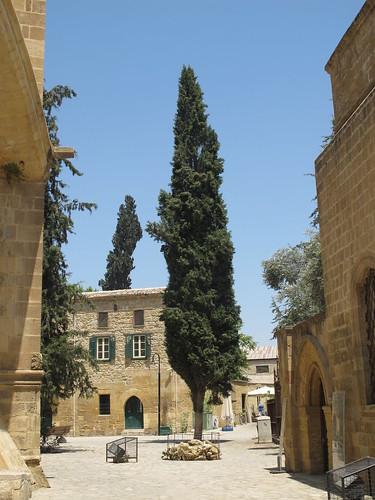 Hinter der Sophienkathedrale / Selimiye-Moschee