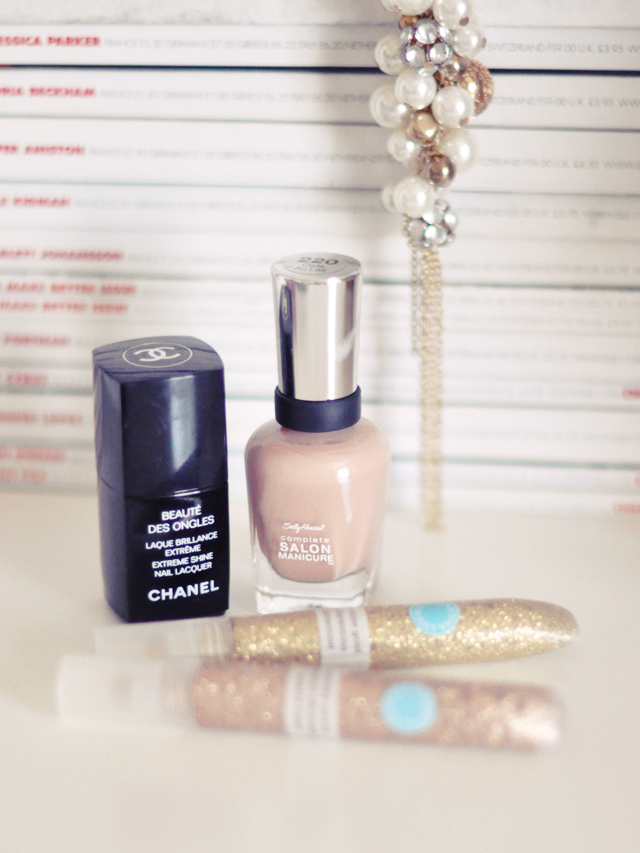 chanel top coat+sally hansen cafe au lait nail polish+martha stewart glitter glue on nails