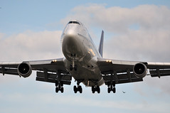 [17:53] TG0916 BKK-LHR. (A380spotter) Tags: london heathrow landing finals 400 boeing arrival approach 747 tha lhr tg egll thaiairwaysinternational 27l runway27l hstgx shortfinals tg0916 bkklhr ศิริโสภาคย์ sirisobhakya