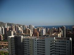 vistas impresionantes a todo Benidorm muy soleado. Pida más información en su agencia inmobiliaria Asegil de Benidorm  www.inmobiliariabenidorm.com