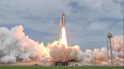 sts135-launch pic1