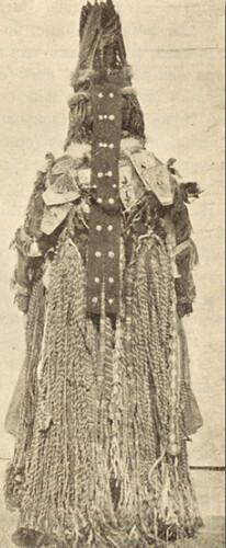 Karagas kadın Şamanı arkadan görünüm
