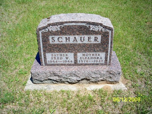 Tombstone of Fred Schauer and Eleanora