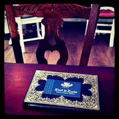 Milch und Zucker (Terrassa) (Ptracigurumi) Tags: square table book chair card german squareformat cafeteria cafetera deutsch milch zucker tarjeta iphoneography instagramapp xproii uploaded:by=instagram