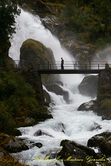 Briksdal: Waterfall (Lucio Jos Martnez Gonzlez) Tags: norway geotagged norge waterfall noruega scandinavia 2009 olden cascada sognogfjordane escandinavia oldedalen briksdal saltodeagua luciojosemartinezgonzalez briskdalbreen broksdal geo:lat=616652876666685 geo:lon=683403766666849